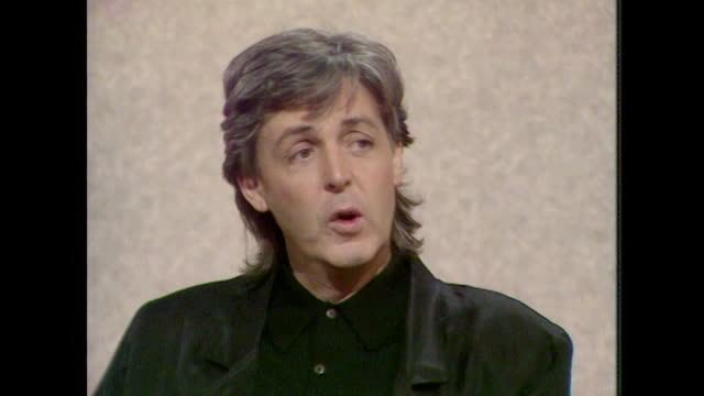 sir paul mccartney talks about heroin addiction saying ' like alcohol, you start it for a bit of a buzz..once it starts to take hold on you it's not... - kunst, kultur und unterhaltung stock-videos und b-roll-filmmaterial