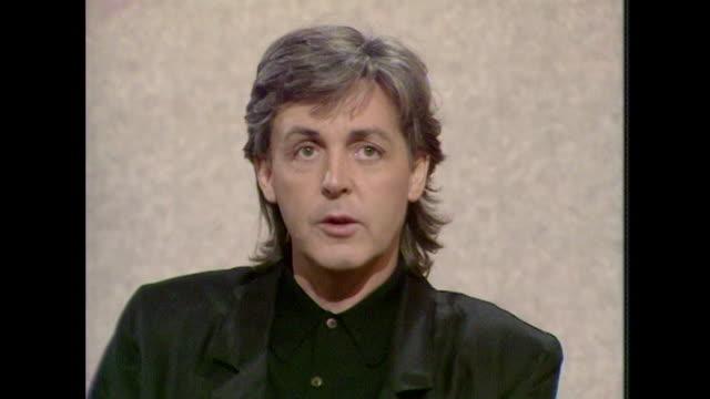 sir paul mccartney talks about his music saying 'in the end you gotta like it yourself, that's the big one' - låtskrivare bildbanksvideor och videomaterial från bakom kulisserna