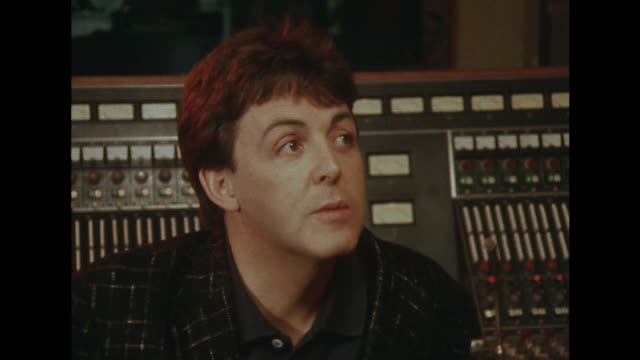 vídeos de stock, filmes e b-roll de sir paul mccartney talks about the recording of the album 'tug of war' - título de álbum
