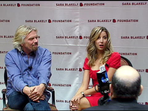 vídeos de stock, filmes e b-roll de sir richard branson and sara blakely on sir richard branson's contributions and presence at the sara blakely foundation 'give a damn' party at ritz... - sara blakely