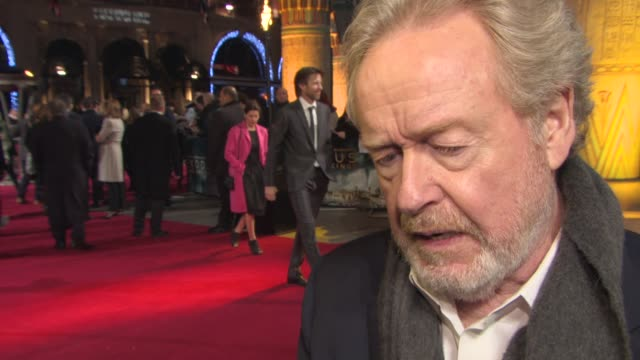 sir ridley scott on what attracted him to the story, his casting process, dedicating the film to his brother tony scott, their first film together at... - リドリー・スコット点の映像素材/bロール