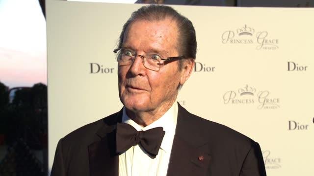 sir roger moore at the 2015 princess grace awards gala on september 05, 2015 in monaco, monaco. - 俳優 ロジャー・ムーア点の映像素材/bロール