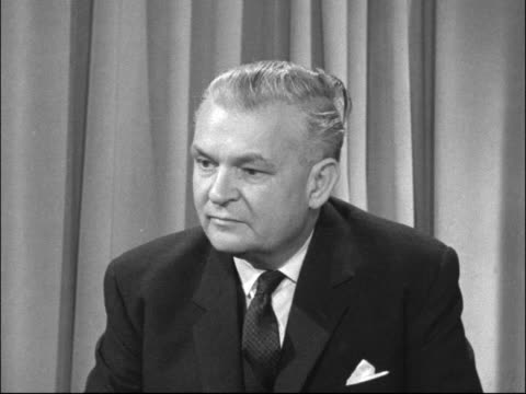 vídeos y material grabado en eventos de stock de sir ronald gould interview on university places; england: london: itn studio: int sir ronald gould interview sof - there is a certain number who this... - number 9