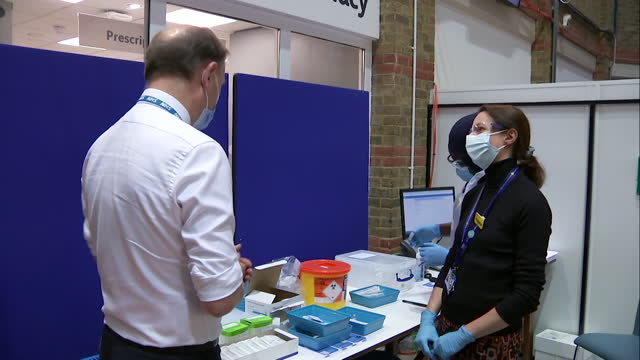 sir simon stevens, ceo nhs england, visits covid-19 vaccine clinic at guys hospital, london, as the coronavirus vaccination roll out programme begins... - clinic stock videos & royalty-free footage