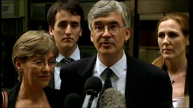 sir stephen richards found not guilty of exposing himself westminster magistrates court ext sir stephen richards speaking to press sot we now look... - 無罪点の映像素材/bロール