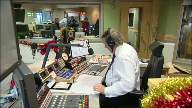 sir terry wogan dies from cancer aged 77; lib / terry wogan in studio reading 'goodbye' statement to radio 2 listeners on air sot - terry wogan stock videos & royalty-free footage