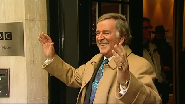 sir terry wogan dies from cancer aged 77; lib broadcasting house: ext terry wogan leaving broadcasting house on last day of his radio 2 breakfast... - terry wogan stock-videos und b-roll-filmmaterial