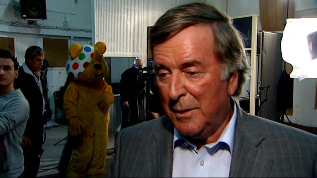 int sir terry wogan interview sot going to miss getting up every morning with a song in my heart - terry wogan stock-videos und b-roll-filmmaterial