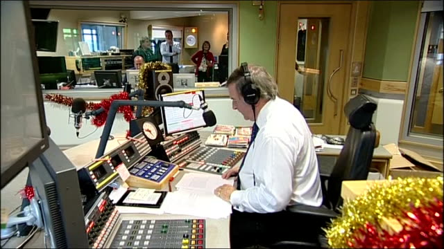 sir terry wogan last radio 2 breakfast show; england: london: bbc broadcasting house: int **music heard over following** terry wogan seated in radio... - terry wogan stock-videos und b-roll-filmmaterial