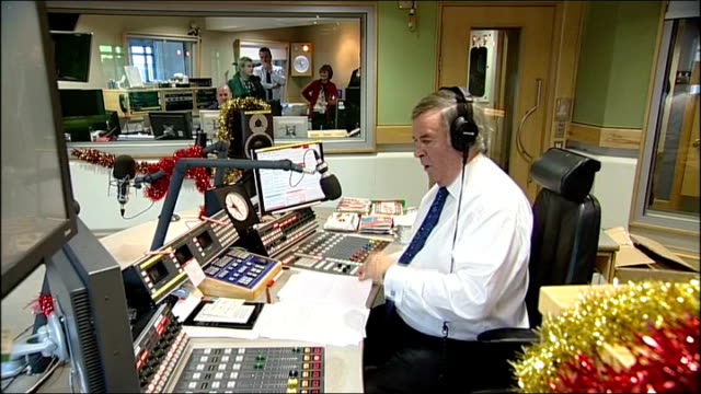 vídeos de stock, filmes e b-roll de sir terry wogan last radio 2 breakfast show int sir terry wogan recording last breakfast show in studio - terry wogan