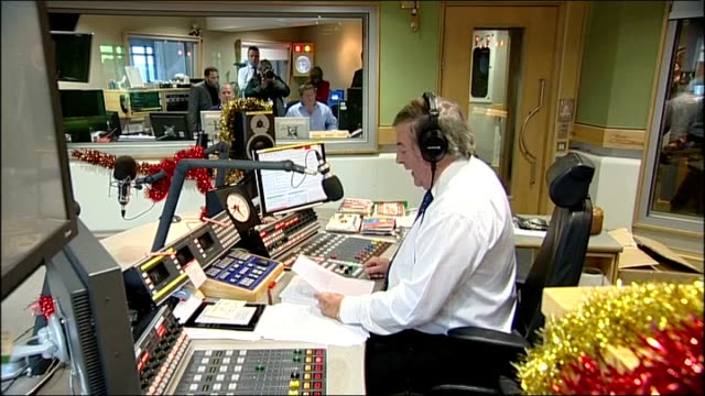 sir terry wogan last radio 2 breakfast show; various of terry wogan reading 'goodbye' statement to radio 2 listeners on air sot - terry wogan stock-videos und b-roll-filmmaterial