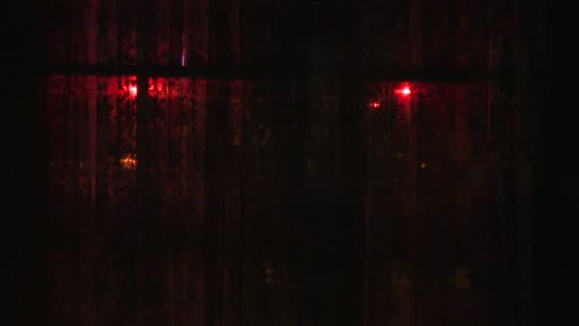 vidéos et rushes de a siren in front of a window - danger