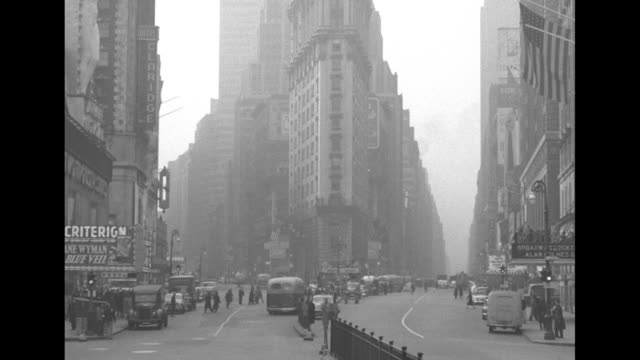 vo siren signals air raid as civil defense drill commences in manhattan ls down times square with flatiron building at center as a few people run to... - air raid siren stock videos & royalty-free footage