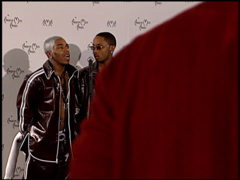 sisqo at the american music awards 2000 at the shrine auditorium in los angeles, california on january 17, 2000. - シスコ点の映像素材/bロール