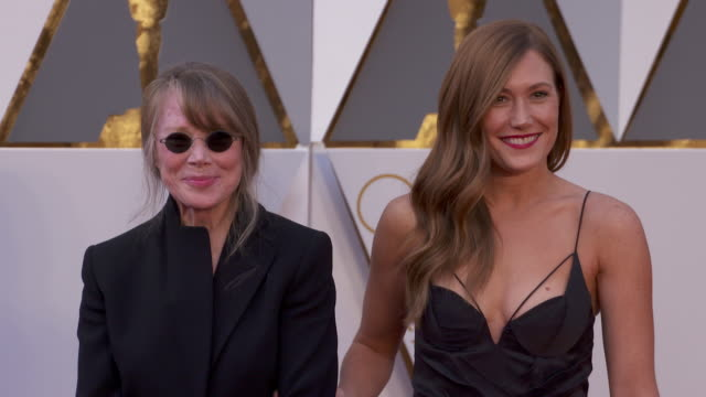 sissy spacek and schuyler fisk at 88th annual academy awards - arrivals at hollywood & highland center on february 28, 2016 in hollywood, california.... - sissy spacek stock videos & royalty-free footage