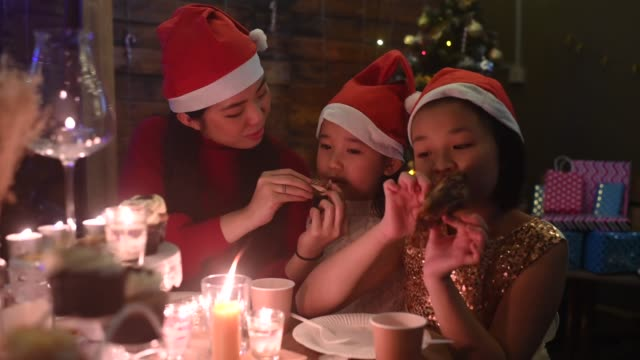 3 sister having christmas party diner at home in front yard having meals wearing santa hat - roast turkey stock videos & royalty-free footage