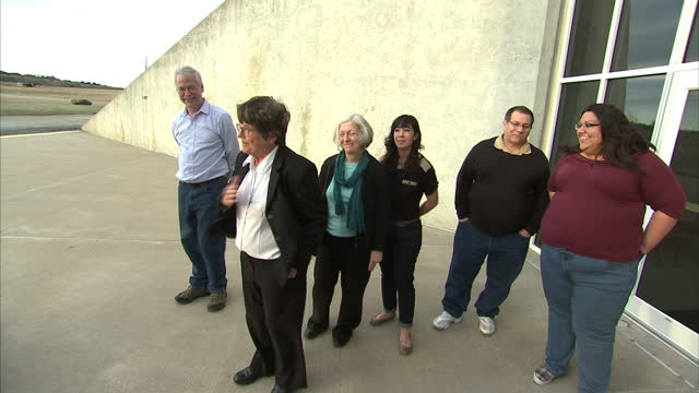 sister helen prejean and friends and family of death row inmate richard glossip speak about his stay of execution sky news follows the story of death... - todesstrafe stock-videos und b-roll-filmmaterial