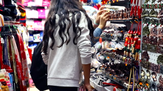 sisters sharing moments at a shop store in rome - ギフトショップ点の映像素材/bロール