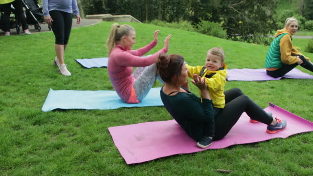 sit ups with mothers and babies - bodyweight training stock videos & royalty-free footage
