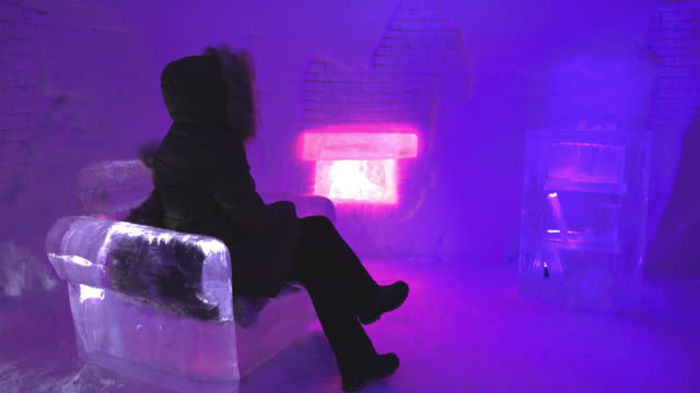 stockvideo's en b-roll-footage met ds zitten bij de open haard gemaakt van ijs - koud