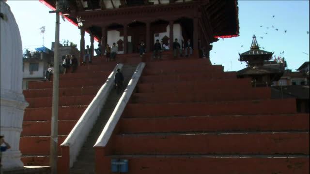Siva Temple in Durbar Square Medium Shot_Tilt Up