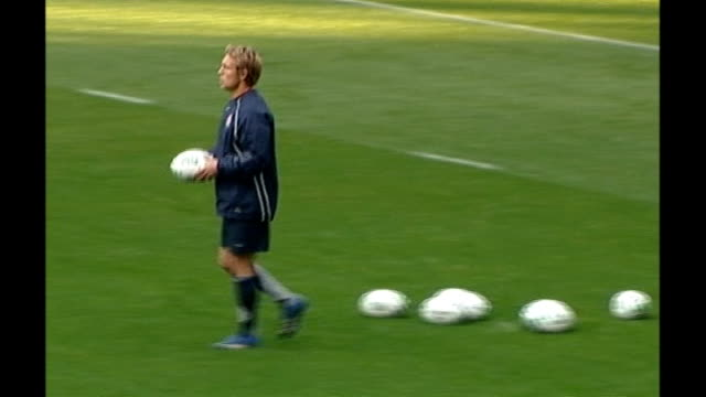 six nations: wilkinson dropped for cipriani in ireland match; date unknown jonny wilkinson selecting ball during practice on pitch and kicking - マンハッタン チプリアーニ点の映像素材/bロール