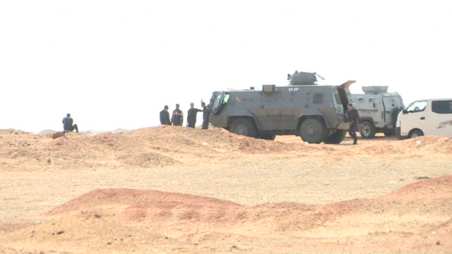 sixteen egyptian policemen were killed in a shootout with militants on the road between cairo and the bahariya oasis in the western desert the... - sinai egitto video stock e b–roll