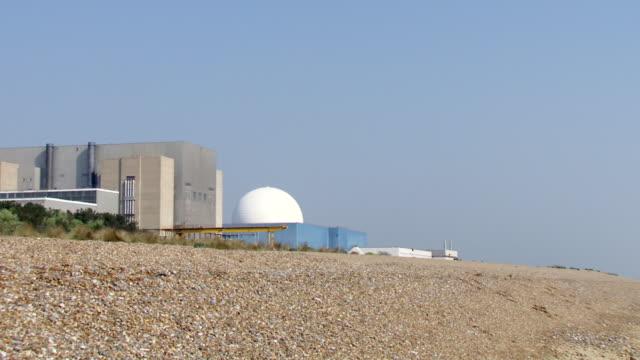 ms pan sizewell nuclear power station in emty beach and sea / sizewell, suffolk, united kingdom  - nuclear energy点の映像素材/bロール