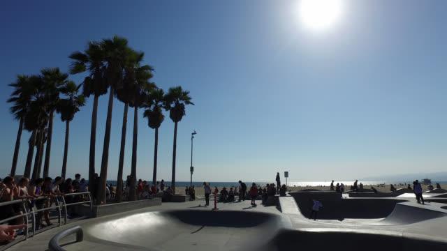 skate park at venice beach against day - 傾斜面点の映像素材/bロール