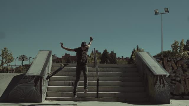 skateboard fall - 落ちる点の映像素材/bロール