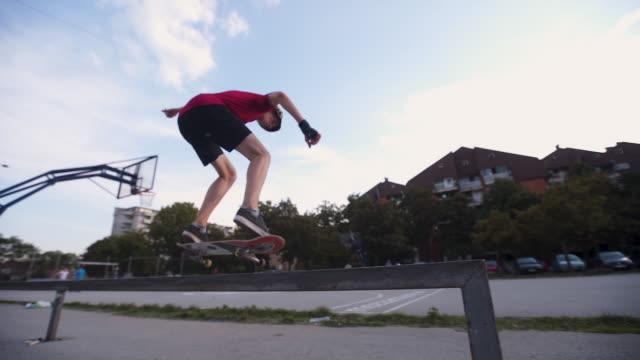 スケートパークでスケート ボード フィーブルグラ インド - スケートボード場点の映像素材/bロール