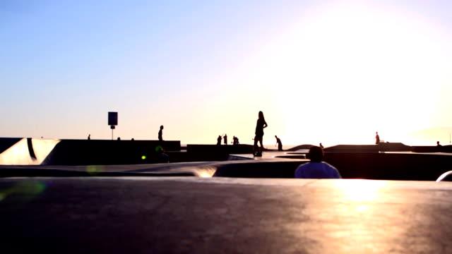 skateboard park californie - venice californie stock videos & royalty-free footage