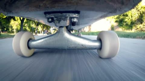 stockvideo's en b-roll-footage met skateboard wheels.close omhoog - skateboard