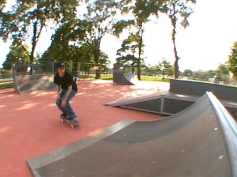 stockvideo's en b-roll-footage met skateboarder  ollie spine 2 - 2007