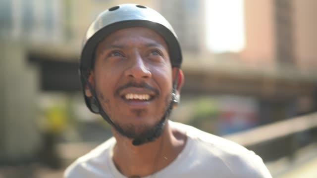 skateboarding man lifestyle at minhocao, sao paulo, brazil - pardo brazilian stock videos & royalty-free footage