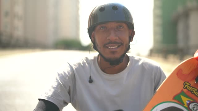 skateboarding man lifestyle portrait at minhocao, sao paulo, brazil - pardo brazilian stock videos & royalty-free footage