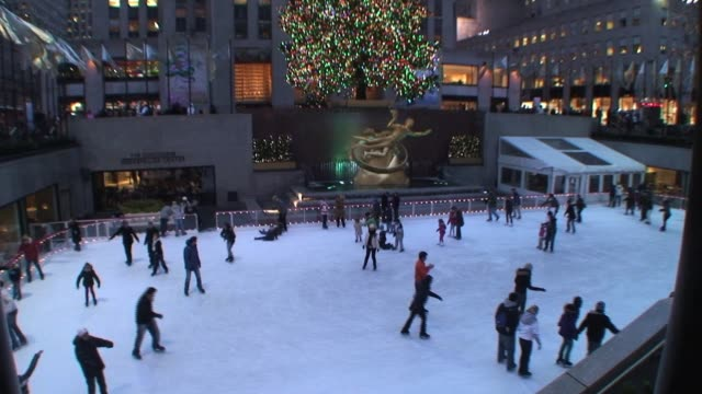 stockvideo's en b-roll-footage met skaters to christmas tree at rockefeller center new york city during the holidays skaters to christmas tree at rockefeller center on january 01 2012 - salmini