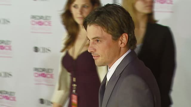 skeet ulrich at the 2007 people's choice awards arrivals at the shrine auditorium in los angeles, california on january 9, 2007. - people's choice awards stock videos & royalty-free footage