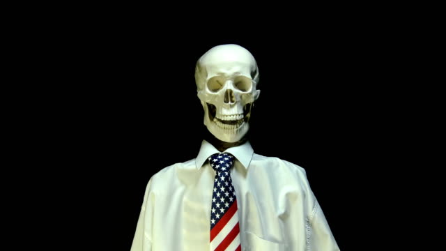 vídeos de stock e filmes b-roll de skeleton in usa tie talking - politician