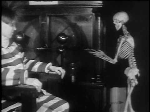 b/w 1936 skeleton operating machine + man in prison uniform sitting on chair with hair standing on end - electric chair stock videos & royalty-free footage