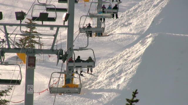 vidéos et rushes de ascenseur de ski - en individuel