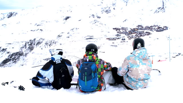 ski gang - ski holiday stock videos & royalty-free footage
