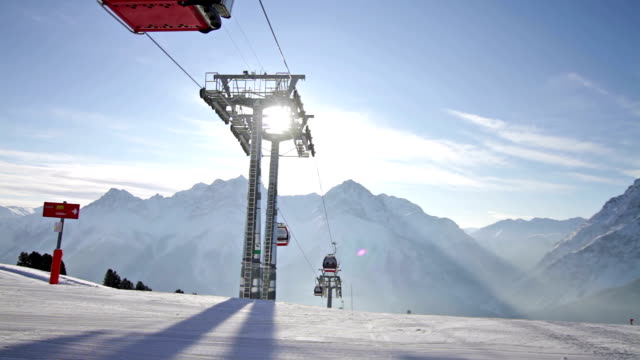 stockvideo's en b-roll-footage met ski lift gondola - kabelwagen