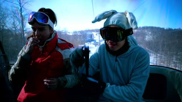 ski lift traveling - seggiovia video stock e b–roll