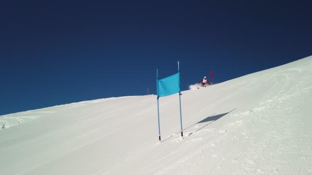 4k ski race giant slalom man in slow motion - alpine skiing stock videos & royalty-free footage