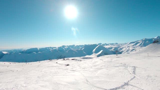 スキーリゾート エアリアル - snowcapped mountain点の映像素材/bロール