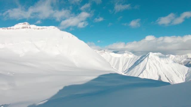 skigebiet antenne - freistil skifahren stock-videos und b-roll-filmmaterial