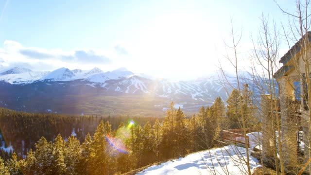 stockvideo's en b-roll-footage met ski resort cabin colorado sunset vacation time lapse - skivakantie