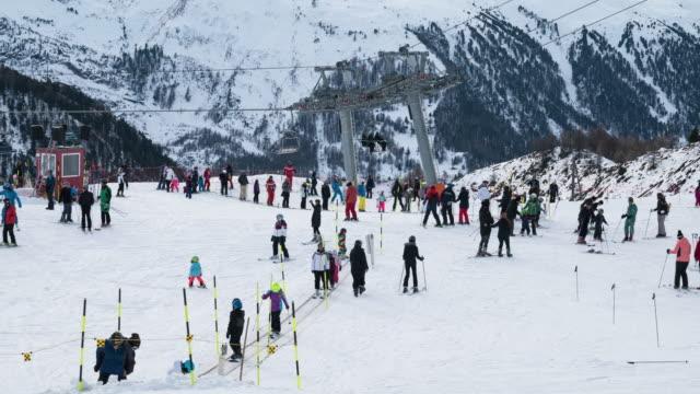 ski school,time lapse. - sci sci e snowboard video stock e b–roll