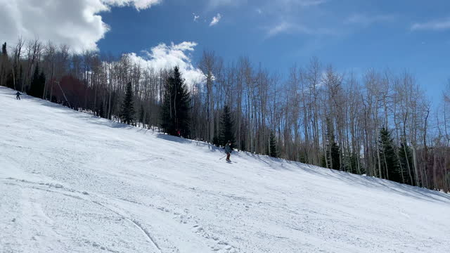 vídeos de stock e filmes b-roll de ski slope park city utah resort usa - park city utah
